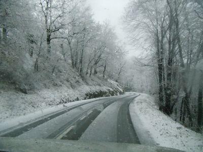 Route ambialet sous la neige