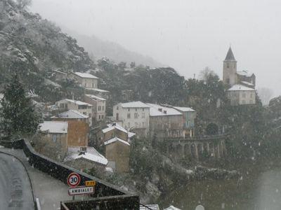 ville haute sous la neige